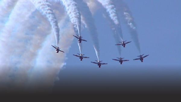 Royal Air Force flying in synchronization