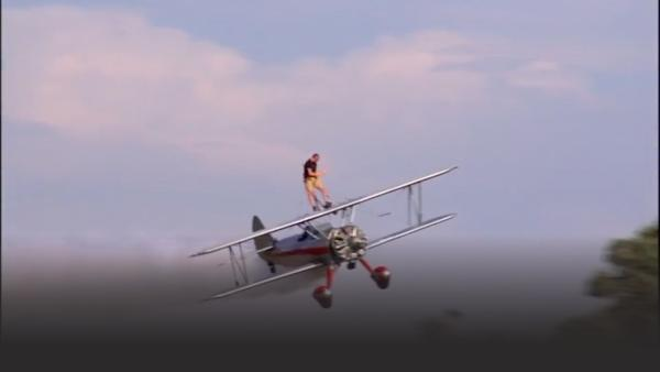 Man wing walking