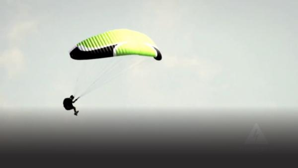 Paraglider doing acrobatics