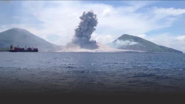 Guy captures a volcanic eruption in Papua New Guinea