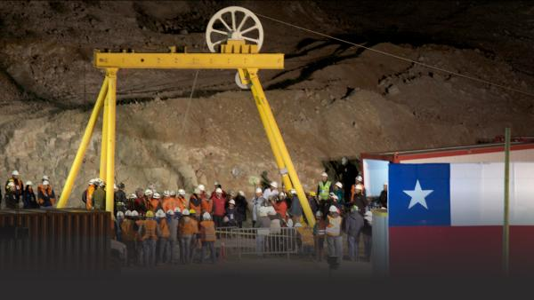 Chilean miners trapped 700 meters below ground