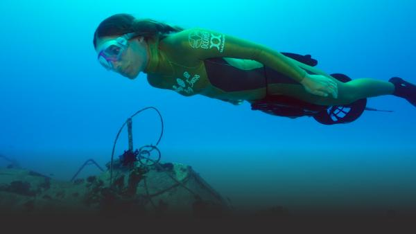 Woman freediver